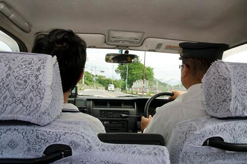 03タクシー車内
