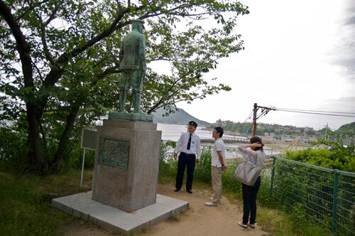 06梅津寺公園_秋山好古銅像